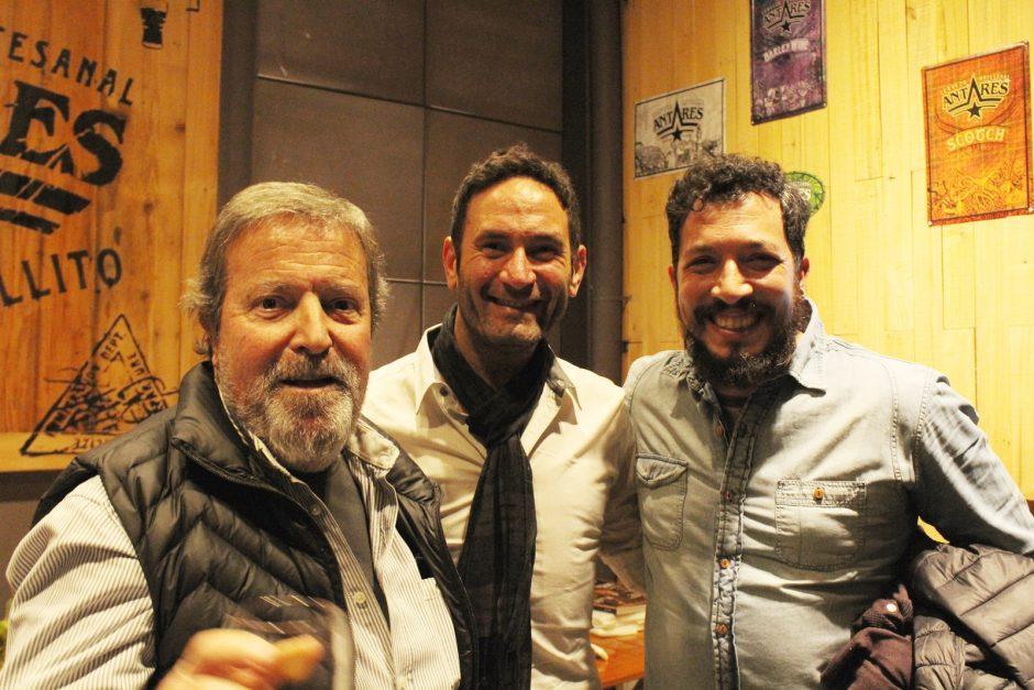 Julio Migoya, junto a dos empresarios gastronómicos durante la presentación del Anuario Cervecero.
